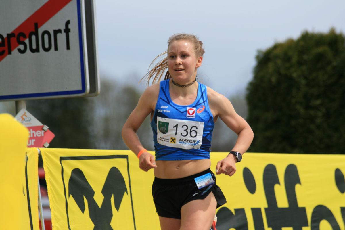 ÖM 10km Straße - Julia Mayer (c) Hannes Riedenbauer