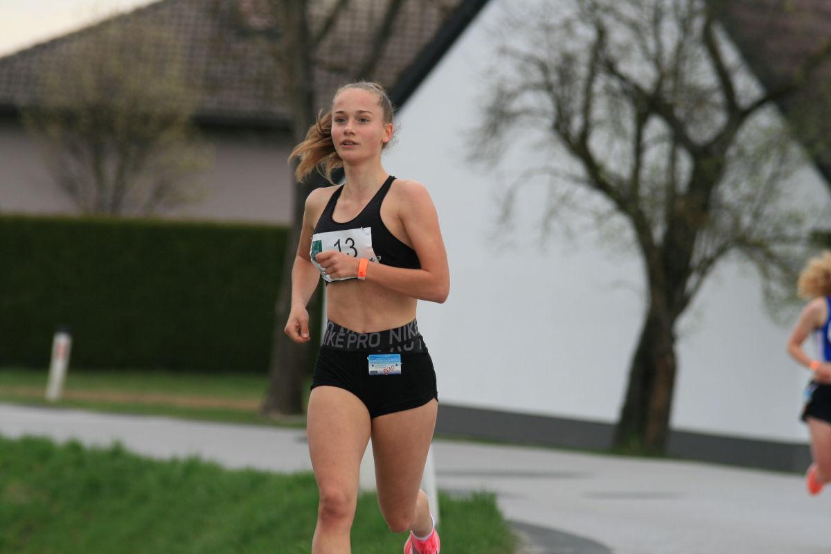 ÖM 5km Straße U18 - Marie Glaser (c) Hannes Riedenbauer