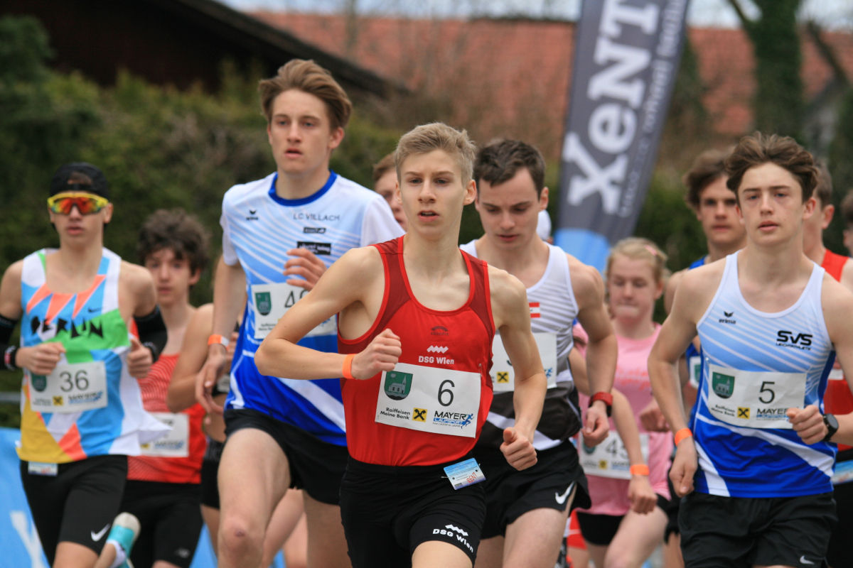 ÖM 5km Straße U18 - Emil Bezecny (c) Hannes Riedenbauer