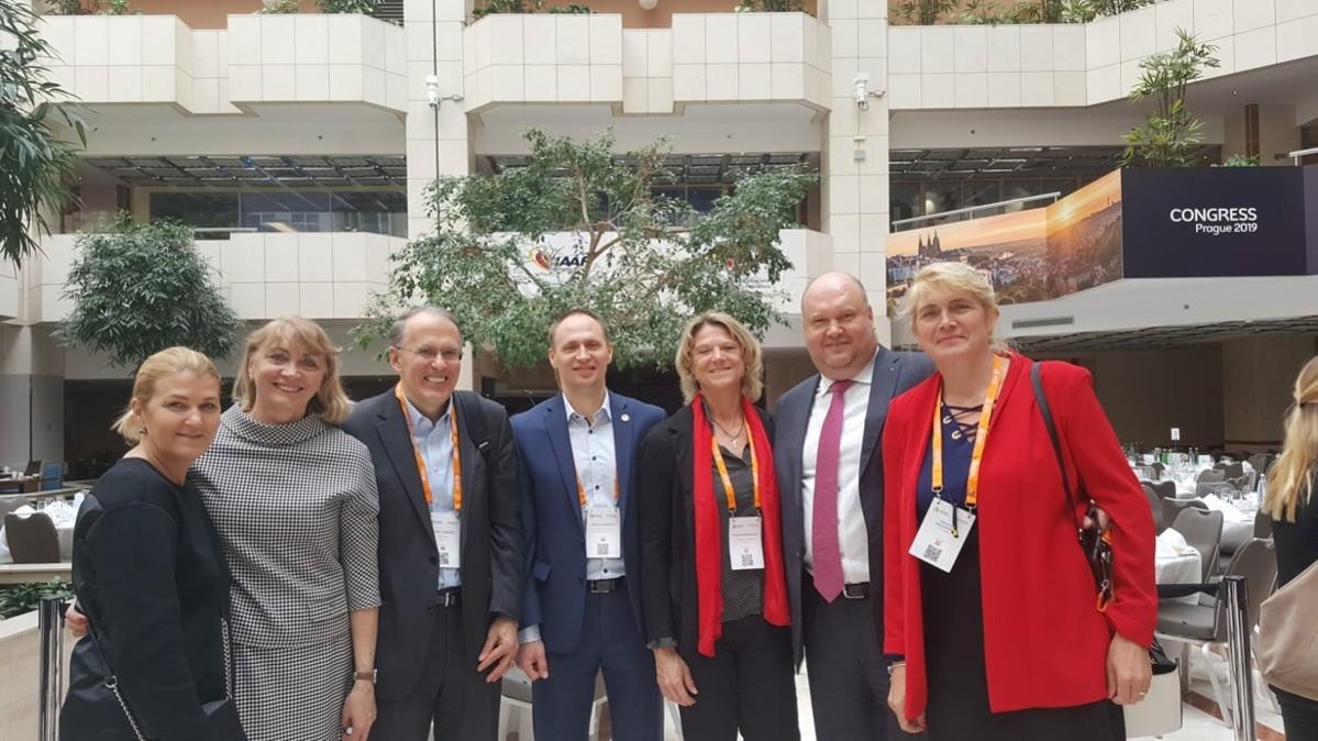 Sonja Spendelhofer und Valentina Fedjuschina mit den Delegierten aus Estland, Lettland und Litauen
